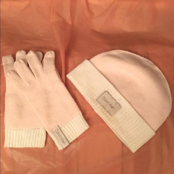 CALVIN KLEIN CAP & GLOVES SMALL- MEDIUM 🔥ONLY $13